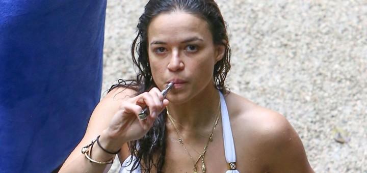 Celebrity Women Who Vape